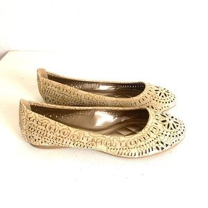 FOREVER 21 cut out print flats cream and gold - 8